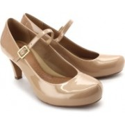 Clarks Chorus Jazz Women Patent Leather Slip On Shoe For Women(Beige)