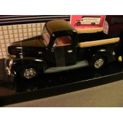 1940 1:24 Scale Die-Cast Replica Ford Pickup Truck
