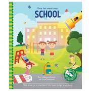 Lobbes Voor het eerst naar school + kartonnen zaklamp