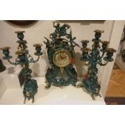 Bronz óra két gyertyatartóval (Virtus Madrid)
