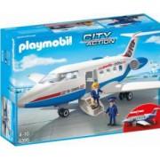Avion De Pasageri. Include doua figurine avionul si alte accesorii.