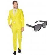Geel heren kostuum / pak - maat 54 (XXL) met gratis zonnebril