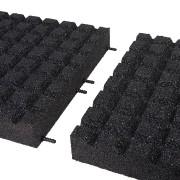 Černá gumová dopadová dlaždice (V80/R15) FLOMA - délka 50 cm, šířka 50 cm a výška 8 cm