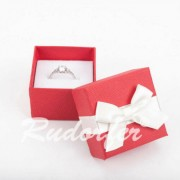 Piros színű, masnis ékszertartó doboz (fülbevaló, gyűrű)