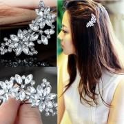 Agrafa de par cu flori din cristale albe