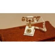 Telefon clasic alb cu auriu - miniatura pentru casuta papusi/colectionari