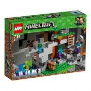 LEGO® Minecraft™ Pestera cu zombi 21141