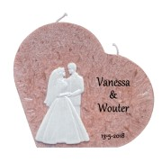 Trouwkaars hart licht bruin met was decoratie bruidspaar