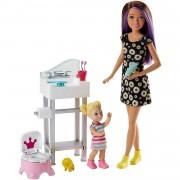 Barbie Muñeca Skipper hermana de Barbie niñera en cuarto de baño