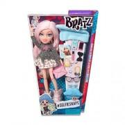Bratz #SelfieSnaps Doll- Cloe