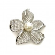 Brosa Flower Pearl by Borealy