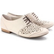 Clarks Henderson Sky Lifestyle Shoes For Women(Beige)